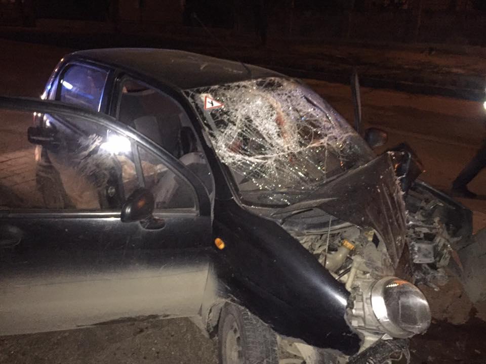 СРОЧНО! Во Львовской области автомобиль влетел в стену магазина, есть пострадавшие