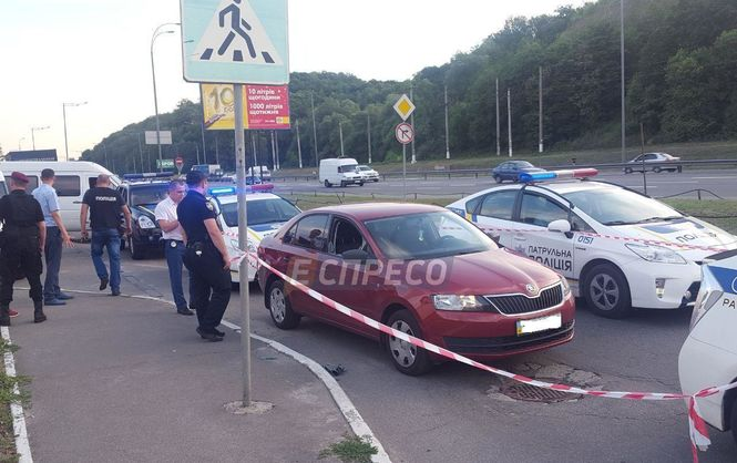На выезде из Киева произошло вооруженное ограбление, у раненого водителя украли 2500000 грн