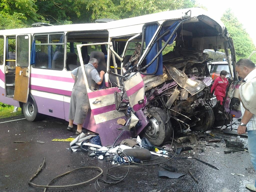 На Львовщине ужасное ДТП с участием пассажирского автобуса пострадали 10 человек. От подробностей стынет кровь