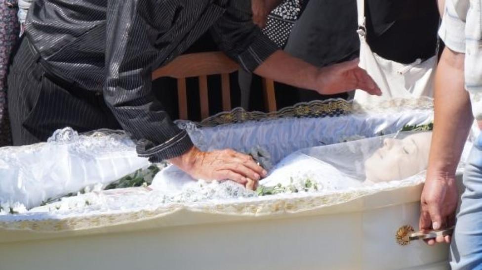 КАК ЖЕ ТАК? Появилось жуткое видео с места убийства тернопольской выпускницы. Реакция людей возмущает