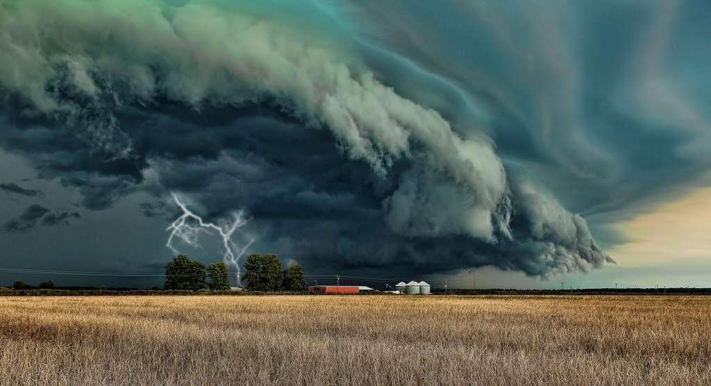 И что с этим летом не так ли? Синоптики шокировали прогнозом погоды на следующую неделю. Держите пуховики под рукой!