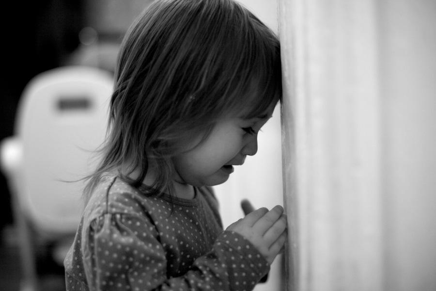 «Неделя с трупом»: Трехлетний ребенок пробыл с мертвой бабушкой в квартире пока мама … Подробности доводят до слез
