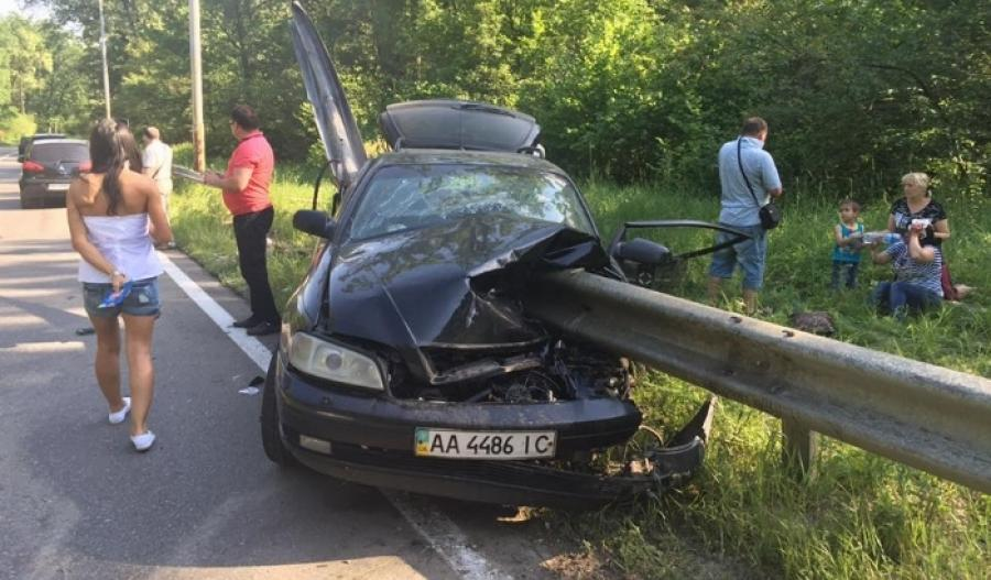 «Их доставали восемь спасателей …» На трассе Киев-Чоп отбойник пробил насквозь машину. От подробностей ДТП мурашки по телу