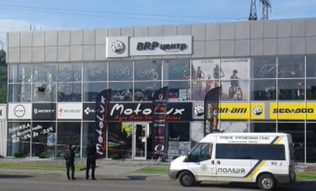 «Лихие девяностые …»: обстреляли магазин с .. И на улицу страшно выйти теперь