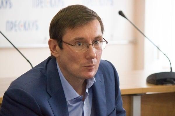 Луценко рассказал жуткие подробности обстрела домов следователей из боевого оружия