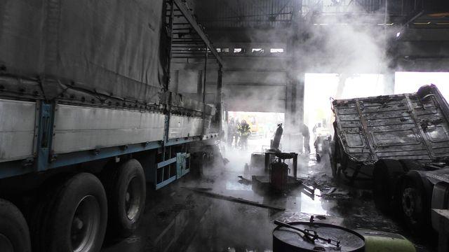 И как теперь на улицу выходить? Во Львове неизвестные взорвали грузовик. Такого город еще не видел!
