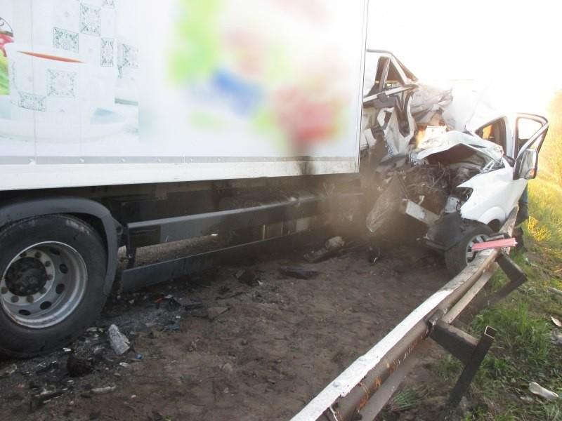Трагедия под Днепром… Произошло смертельное ДТП: пассажирский автобус врезался в грузовик, там была река крови