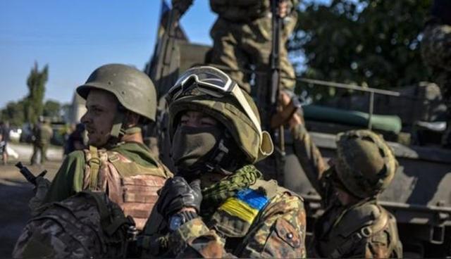 Какие не какие, но дети! То, как боец АТО поставил на место подростков поразило украинцев. Вы должны это видеть