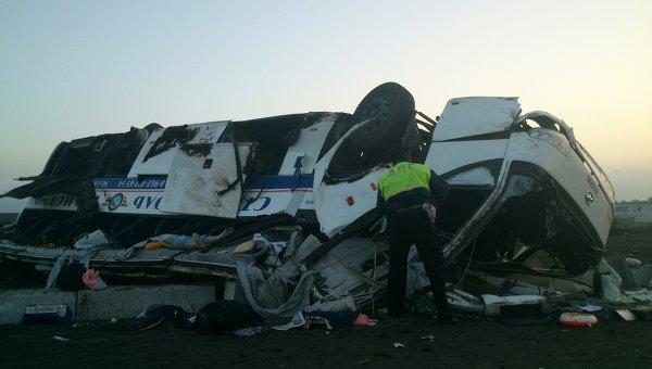 И мокрого места не осталось!!! Под Черновцами произошло страшное смертельное ДТП, в автобусе было 60 ПАССАЖИРОВ