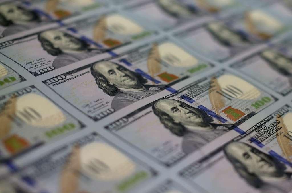 Киев заполонили фальшивые доллары! ВСЯ правда о ОПАСНОСТИ! НЕ дайте себя обмануть!