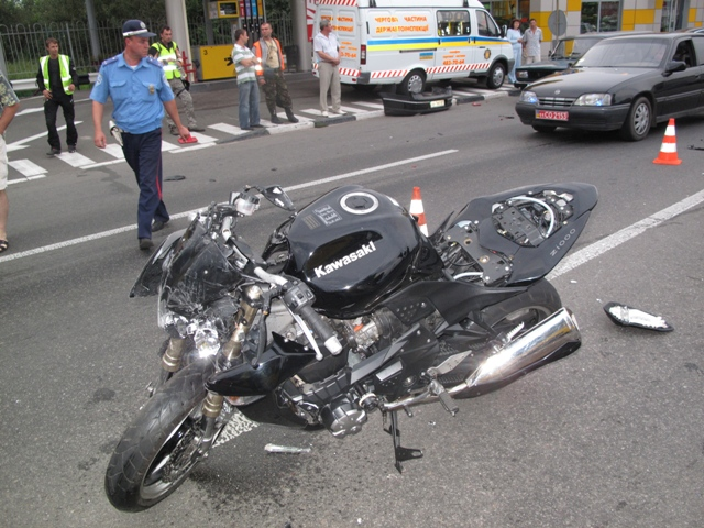 На Львовщине произошло ДТП с участием мотоцикла и авто. Есть потстраждали