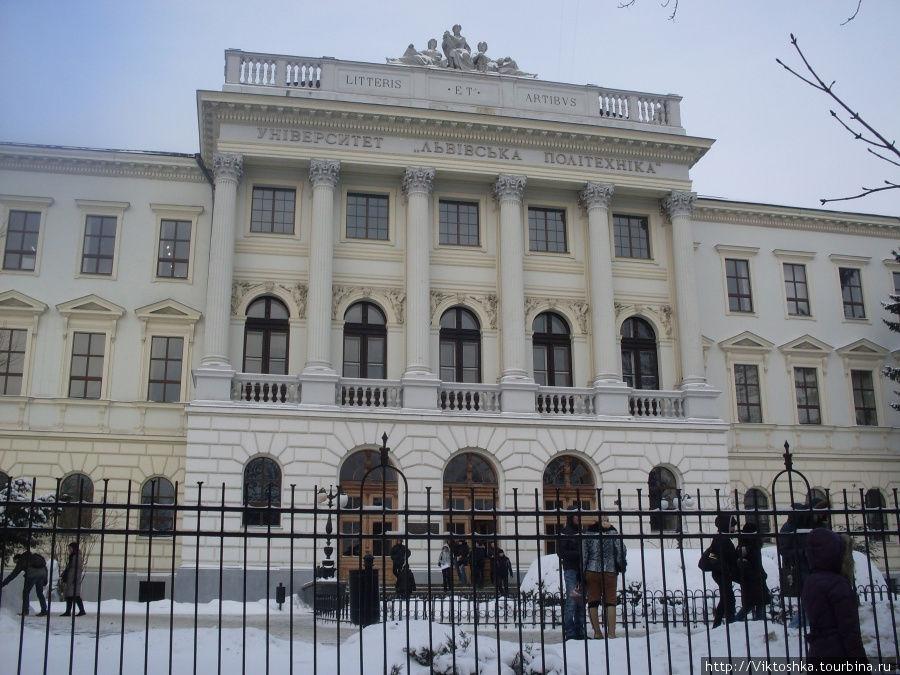 Вам будет ИНТЕРЕСНО: Кто из украинских ректоров попал в список самых богатых! Такой роскоши Вы еще не видели!