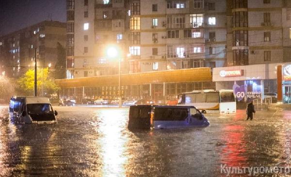 Конец света приближается? На Закарпатье прошел страшный шторм, выпал огромный град