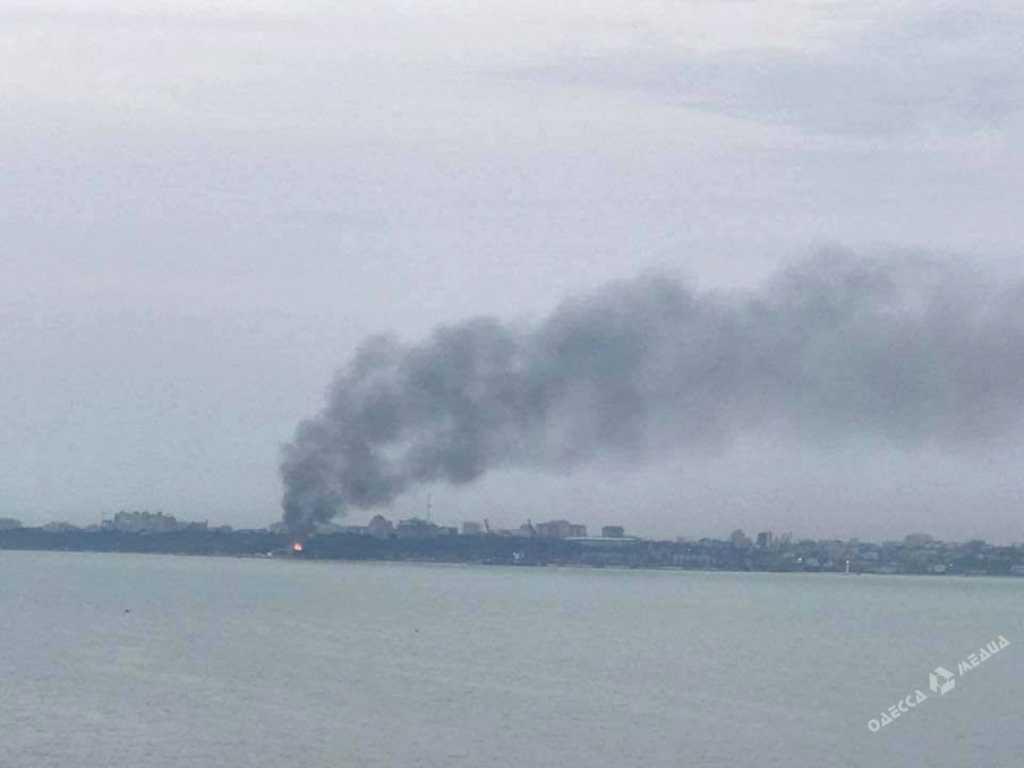Еще такого пожара не видели!!! В Одессе с нереальной силой горит ресторан «Хуторок» (фото)