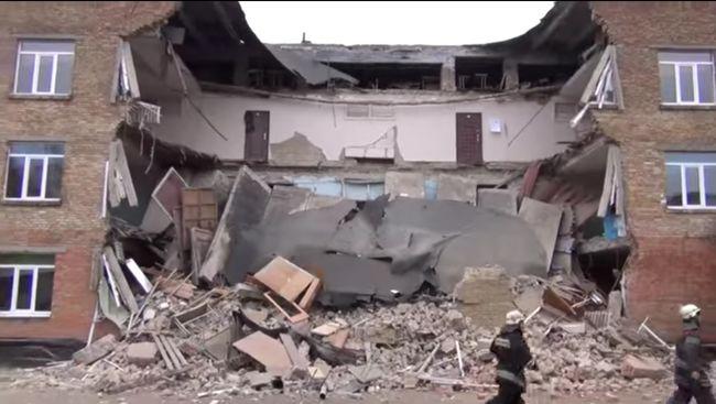 А если бы там были дети! В Николаевской области обрушились стены школы! Виноватых не будет?