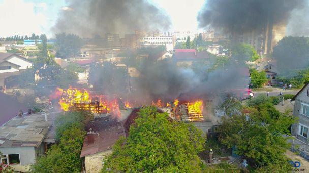 Страшно жить… Во Львове произошел страшный пожар в жилом доме, даже пожарные были в шоке от увиденного