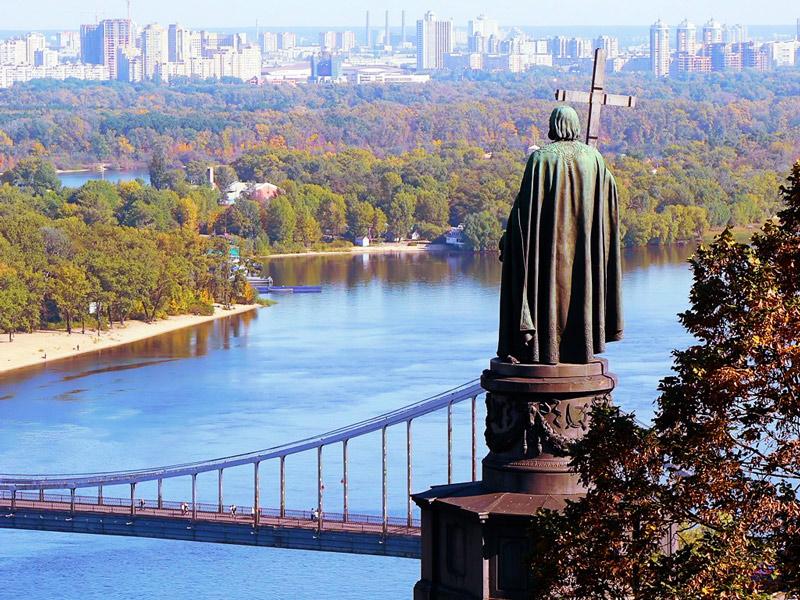 Сегодня Украина отмечает день Днепра. 7 невероятных фактов о главной реке страны, которых вы ТОЧНО не знали!