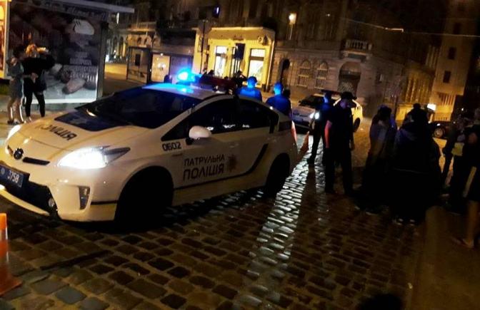 Они потеряли честь и достоинство: Во Львове патрульный автомобиль полиции сбил женщину на пешеходном переходе! Детали поражают!
