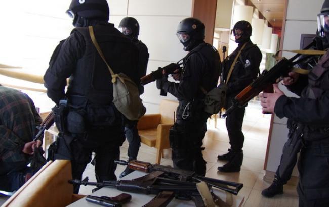 Срочно!!! В «Укрэнерго» проводят тотальные обыски, в помещение никого не впускают
