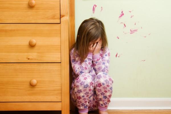 Отец был шокирован видом дочери, когда забирал ее из лагеря. У ребенка на голове была…