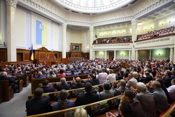 «Продолжить сессию …» Известный народный депутат удивил всех своим заявлением
