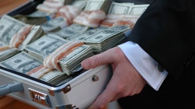 Негодяй!!! Известного чиновника поймали на коррупции, ничего святого