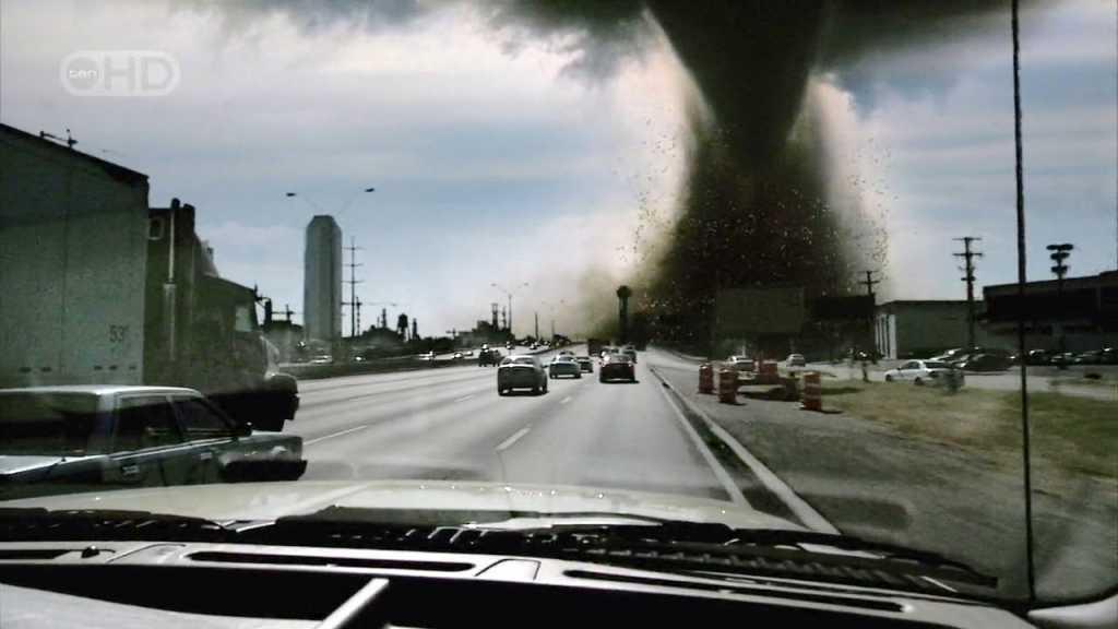 Будто конец света пришел!!! В Кривом Роге прошел страшный смерч и град, который все уничтожал. Там был настоящий ад (ВИДЕО)