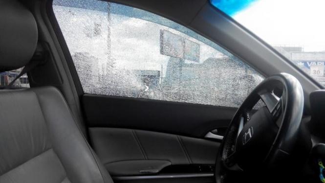 Безобразие!!! В Днепре открыли стрельбу по авто, в котором была беременная женщина с ребенком