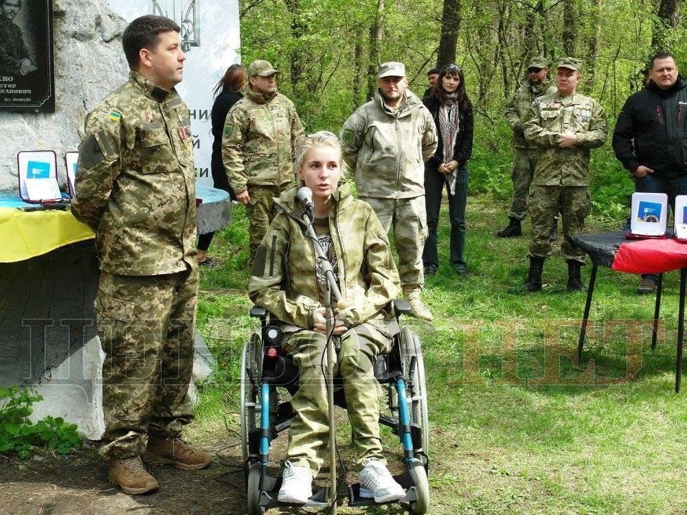 НЕВЕРОЯТНО! Как волонтер Яна Зинкевич покорила Карпатскую вершину на инвалидной коляске