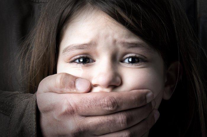 Поймали на горячем! То что педофил совершил с ребенком шокировало всю Украину