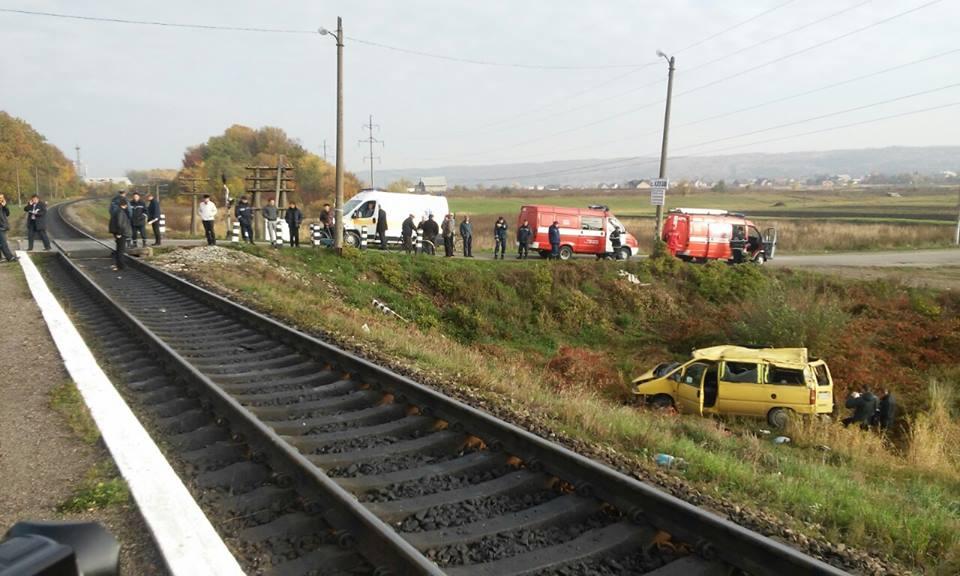 Ужасный случай: на Черниговщине поезд протаранил автомобиль, есть погибший