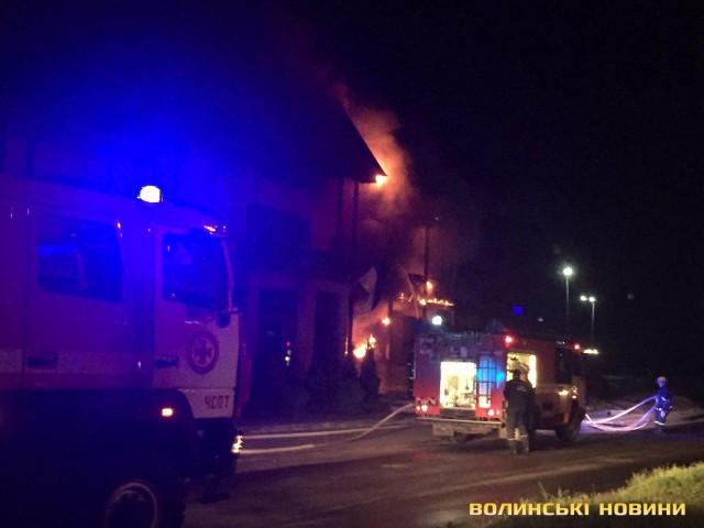 Люди просто задыхались… Пять пожарных машин, бригады скорой. Подробности пожара в Луцке доводят до истерики