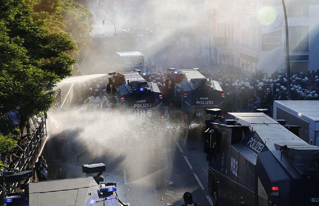 «Добро пожаловать в ад»: В Гамбурге такое творится, что кровь стынет в жилах! (ФОТО ВИДЕО)