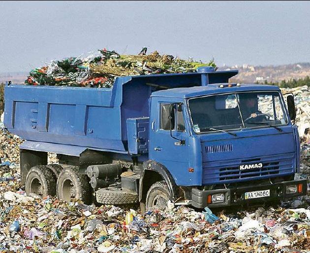 Львовский мусор все катается: в Черкассах задержали очередной грузовик. Сколько можно?