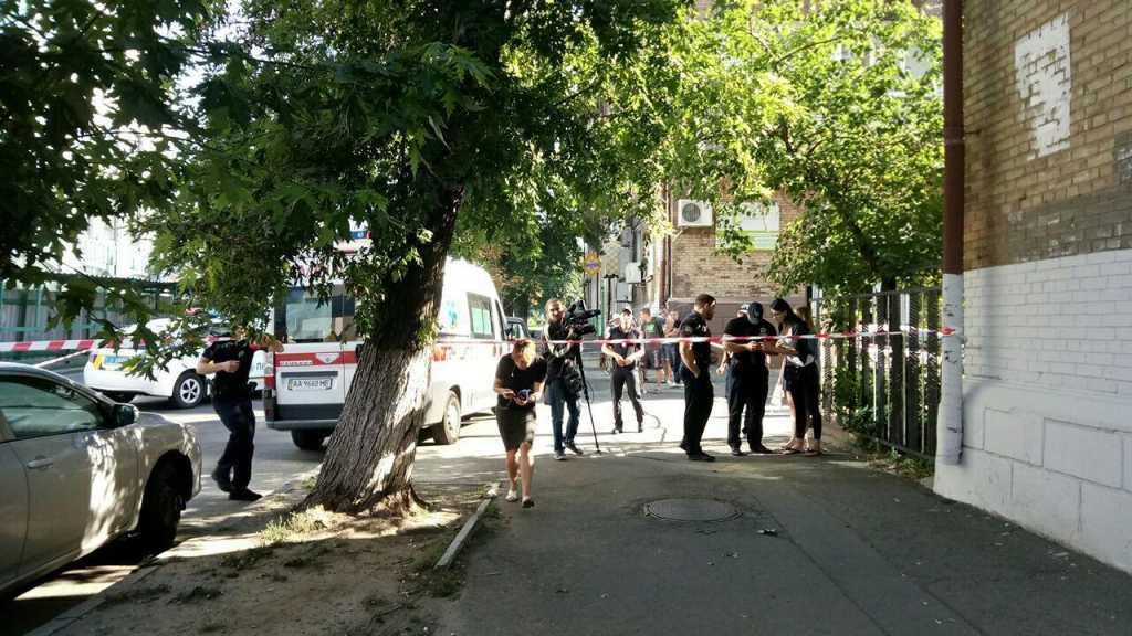 Среди белого дня на глазах у всех… В Киеве расстреляли прохожего. Там такое творилось