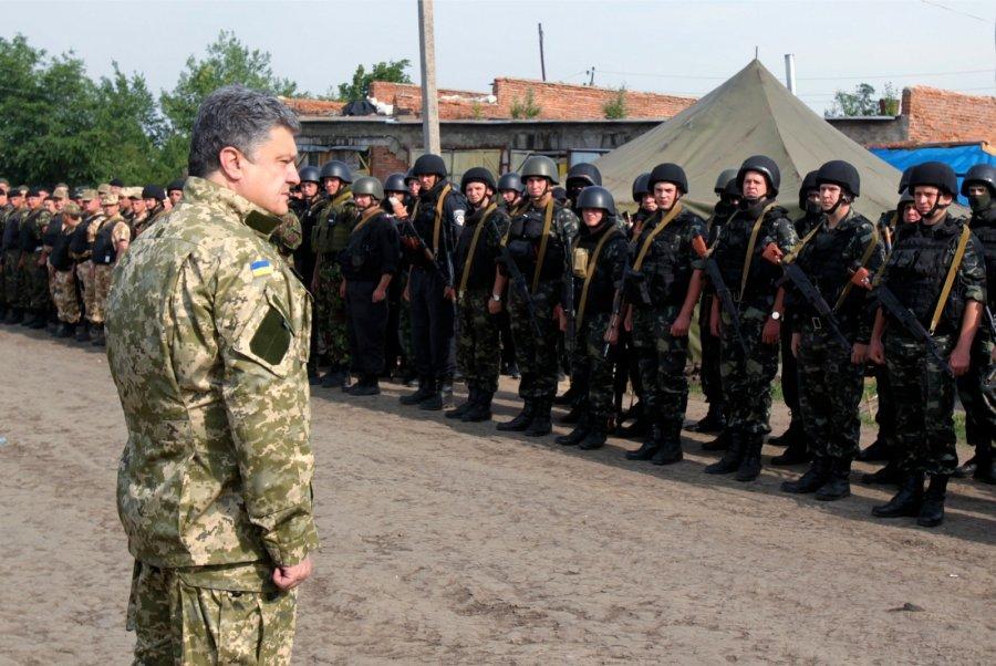 «Уже завтра!» Порошенко подписал новый закон о мобилизации