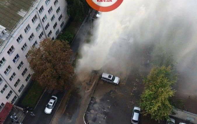«Гейзер с горячей водой бил выше 4 этажа …»: Мощный водяной взрыв всколыхнул Киев