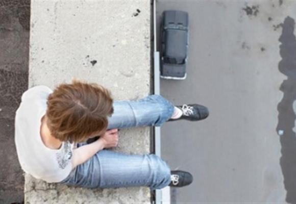 СРОЧНО! Самоубийца угрожает прыгнуть из гостиницы «Крещатик». То, что он требует шокирует…