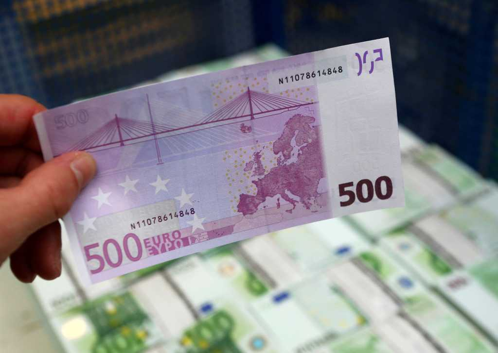 В Черновцах поймали известного чиновника на заоблачной взятке. Он такое требовал!