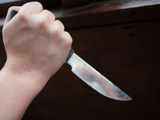 Она сунула нож ему прямо в сердце!!! Сестра совершила нападение на родного брата, а все из-за…