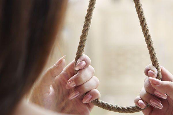 Она ее била по-зверски… В Черкасской области повесилась женщина из-за издевательств матери, оставив двух маленьких детей сиротами, детали доводят до истерики