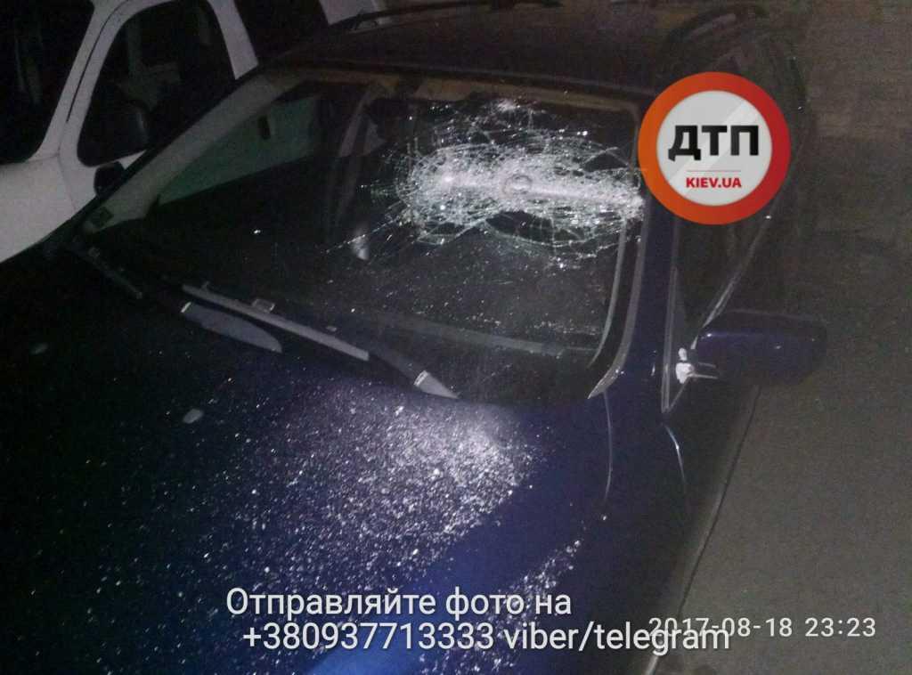 Ночная стрельба в столице: обстреляли авто и похитили мужчину. шокирующие фото