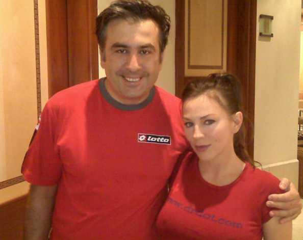 Так вот на что пошли бюджетные средства. В сети появились горячие фото сексапильной массажистки Саакашвили. Одним массажем занимались?