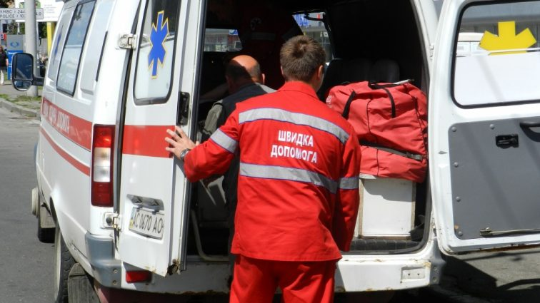СРОЧНО!!! В Киеве произошла страшная кровавая стрельба, двое мужчин едва не стекли кровью