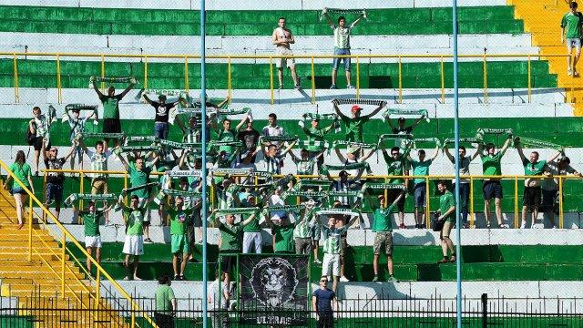 Там такое творилось… Львовские фаны устроили жестокую расправу над стюардами на матче в Мариуполе