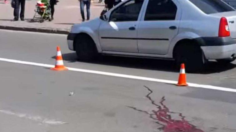 Трагический день… Под Львовом машина сбила женщину насмерть, ее размазало по всей дороге