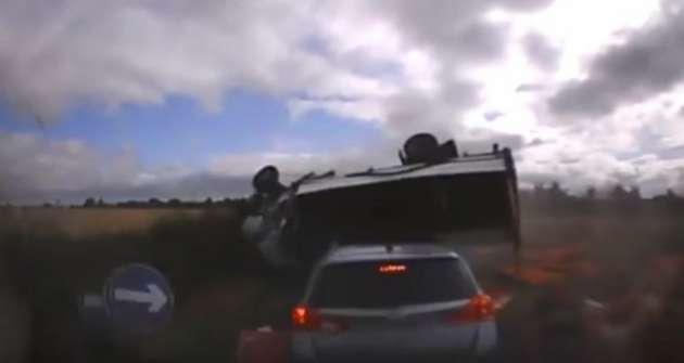 Сын изложил шокирующее видео, смертельной аварии своего отца, который погиб по вине спящего водителя