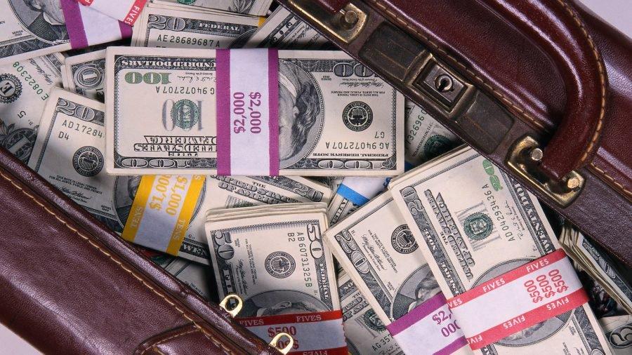 Скоро по миру пойдет! Скандальный нардеп живет без дома и машины, зато с подарком за такие деньги, что и в голове не укладывается