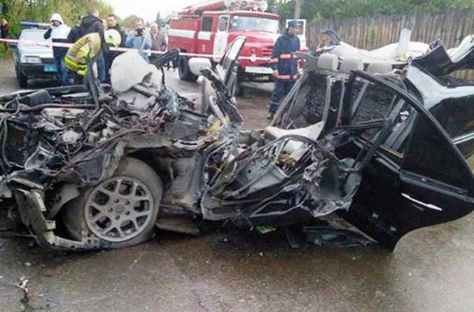 Остался один металлолом! В Днепре произошло ужасное ДТП, столкнулись три автомобиля. Есть жертвы