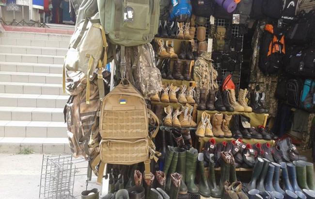 СКАНДАЛ! На Краковском рынке во Львове распродается военное имущество. Кто прикрывает такой беспредел?